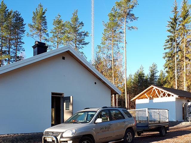 Armering, putsning och målning av nybyggt hus samt garage, Gimo