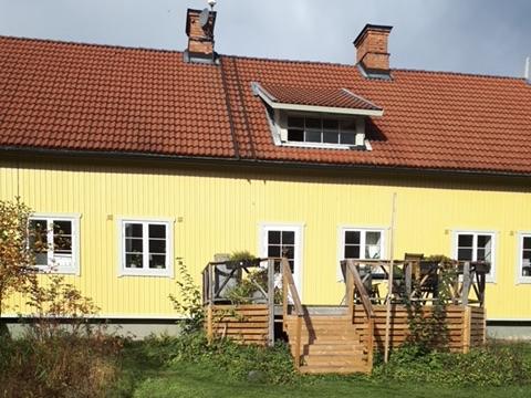 Målning fasad, och byta fönster i Skyttorp